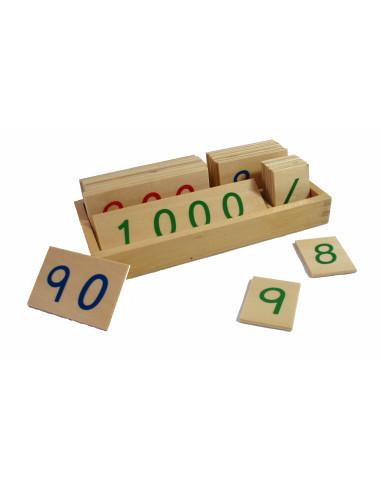 Malé dřevěné karty s čísly 1-3000